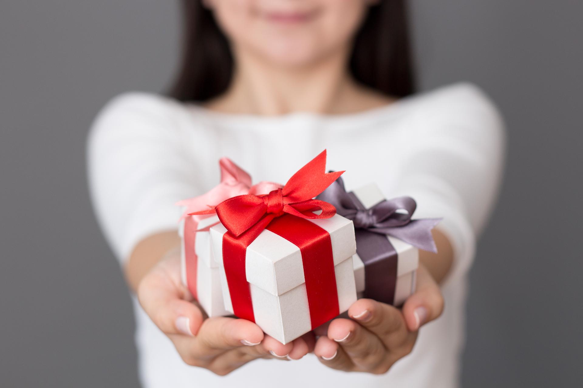 Как выбрать подарок куме: подборка лучших идей