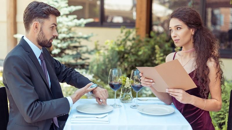 Опоздание на свидание - как быть, когда девушка или парень опаздывает