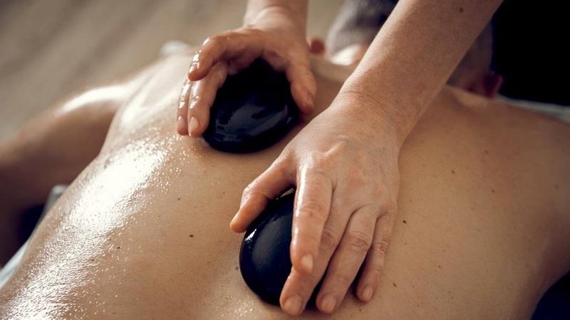 Стоунтерапия: польза и особенности лечения горячими камнями