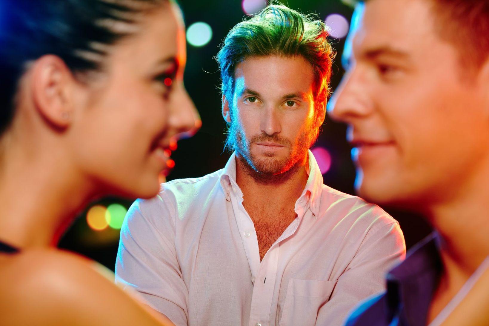 Как заставить мужчину ревновать: 12 эффективных способов+полезные советы
