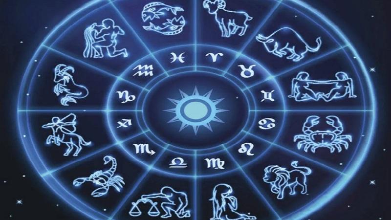 Узнайте, как загадывать желание под бой курантов, проведите ритуал и ваши мечты обязательно исполнятся
